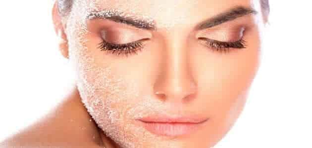 علاج تقشير الوجه بعد المصيف للحصول على بشرة نضرة نضارة